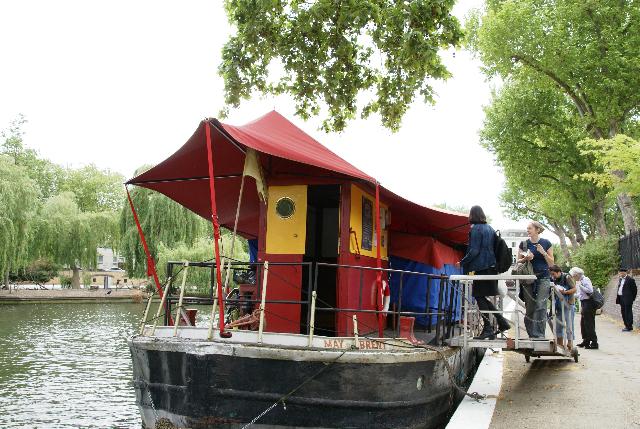 リトル・ヴェニスの人形劇小屋のボート